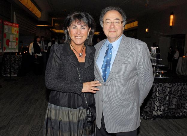 Honey y Barry Sherman, en un acto en agosto de 2010. :: reuters
