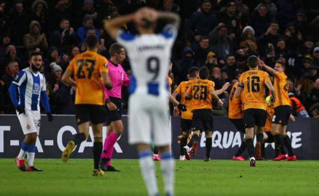 Raúl Jiménez y los Wolves arrollan al Espanyol