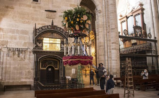 La Rueda Cuelga Ya En La Catedral De Santo Domingo De La Calzada La Rioja