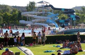 Toboganes en las piscinas de la rioja la rioja for Camping en la rioja con piscina